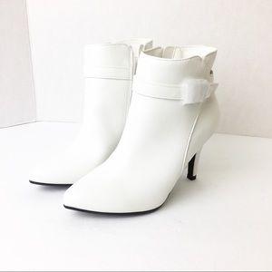 NWT SZ 5.5 White MeeToo Ankle Booties